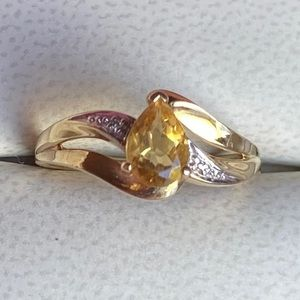 Vintage 10K Yellow Gold Pear Shaped Citrine Ring
